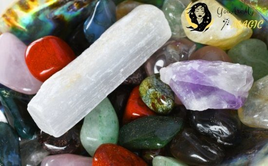 DOES SELENITE CLEANSE OTHER CRYSTALS
